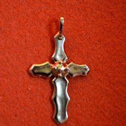 Hanger gemaakt met goud van een dierbare waarin de as van de overledene is verwerkt.